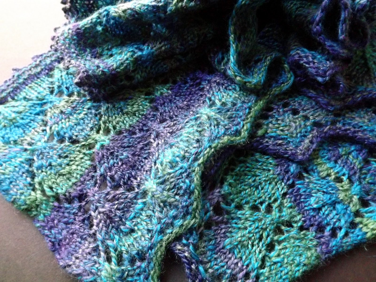 Olives and Mermaids and Wine, oh my...: Lace Knit Lengthwise Scarf