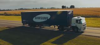 بالفيديو: هذه قصة شاحنة سامسونغ الشفافة !