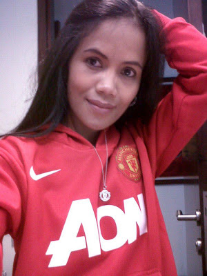 Another photo of Manchester United girl