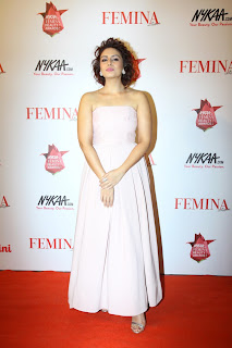 Huma Qureshi in Sleeveless gown at The Femina Beauty Awards 2015 Must see