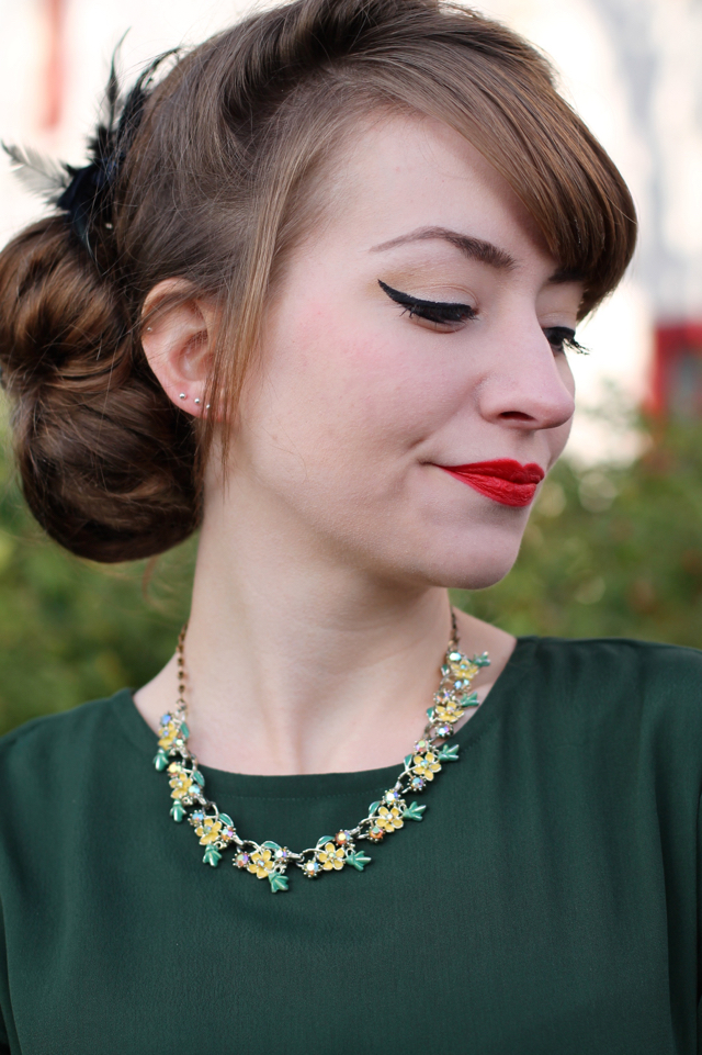 Chronically Vintage 50s floral necklace