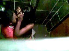 No Banheiro da Balada
