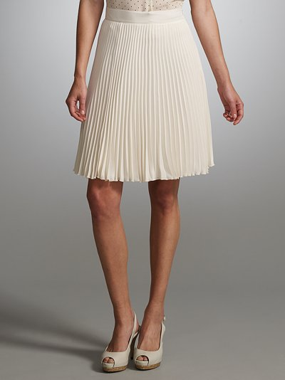 http://1.bp.blogspot.com/-TtFHzRubr2A/ThpQGSlZFZI/AAAAAAAAGs4/b0vU2J1oYwg/s1600/whistles-white-pleated-skirt-kate-middleton.jpg