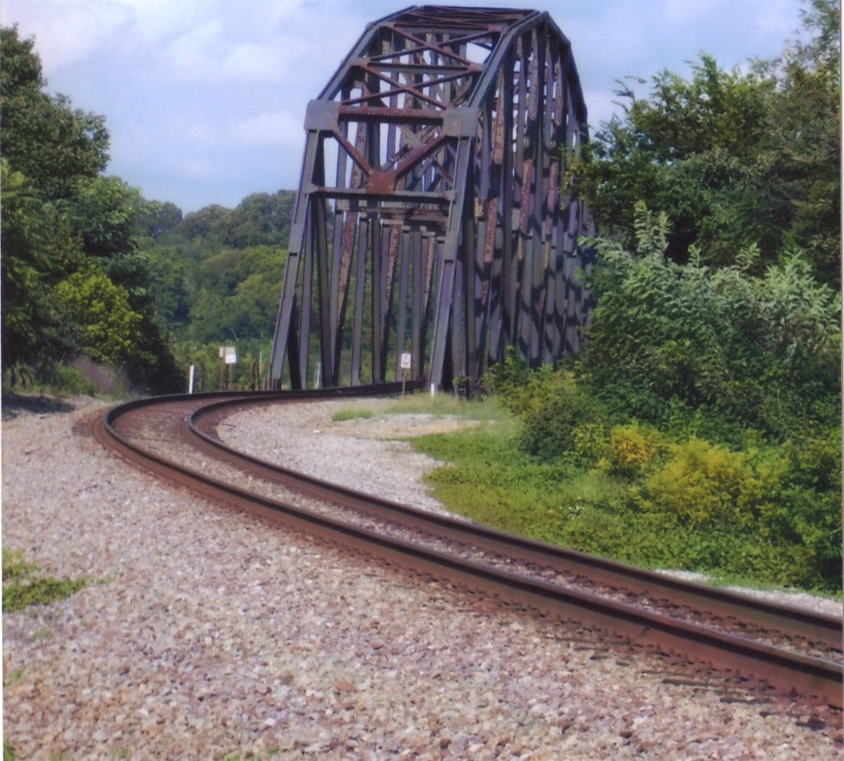 big daddy dave exploring loudon tennessee this is a photo that laurie took of the railroad bridge over the tennessee river at loudon in 1848 loudon was connected to dalton ga via the east