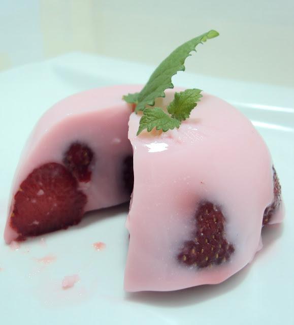 Przepis na deser z owocami i galaretką