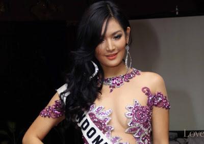 Seksinya Maria Selena di Karantina Miss Universe 2012