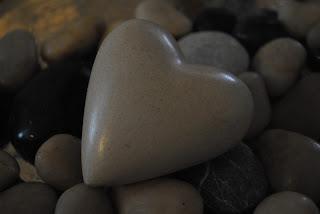 Hjärta bland stenar