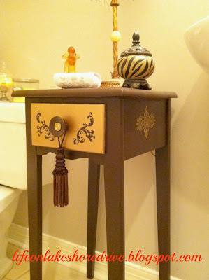 alt=&quot;stenciled table makeover&quot;