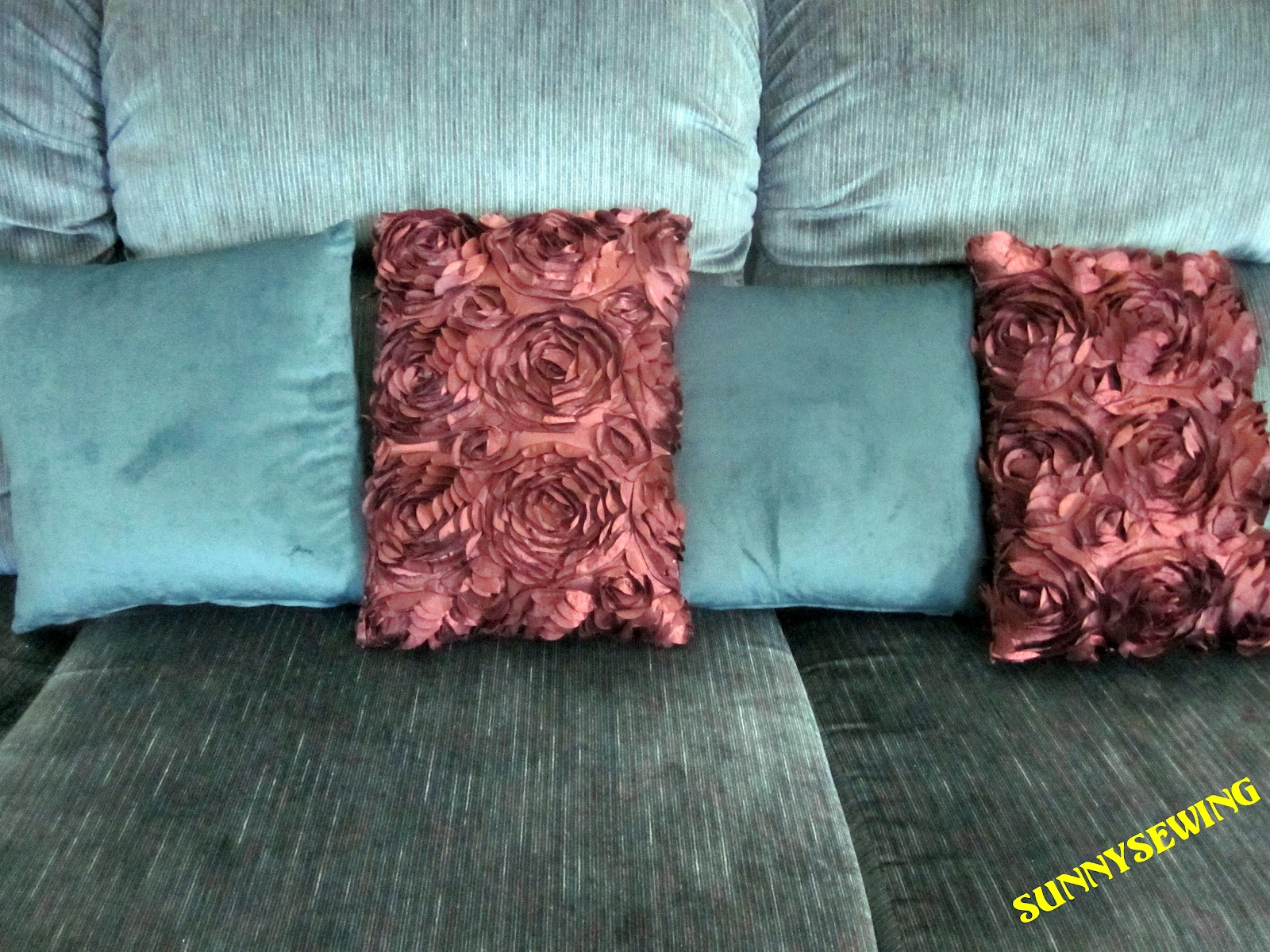 SunnySewing: Awesomely Easy Zippered Throw Pillow ~ Tutorial