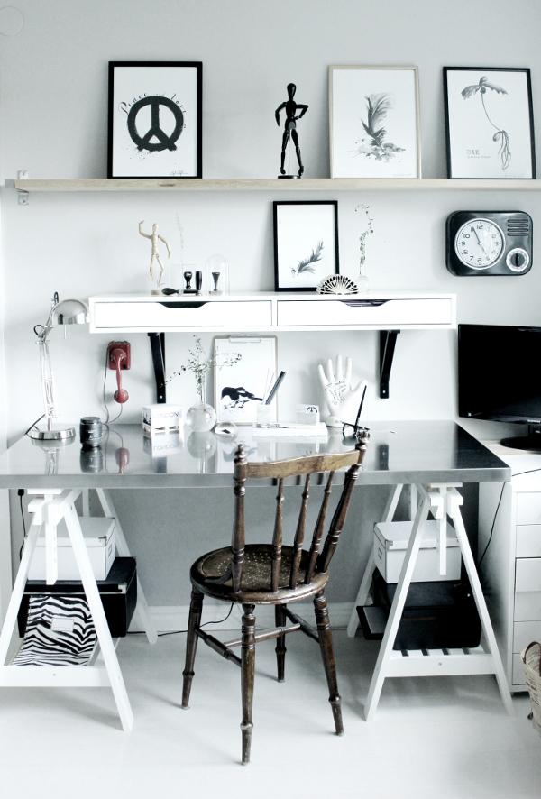 arbetsrum, homeoffice, ateljé, konsttryck, tavlor, tavla, poster, posters, annelies design, annelies design & interior, svart och vitt, svartvit, svartvita, svart, vitt, vit, vtia, print, prints, kontor, hemmakontor, skrivbord, bockar med bänkskiva, hylla, hyllor, arbetshörna, kontor, arbetsrum