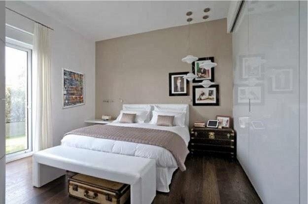 Decoracion Habitaciones Blancas ~ Peque?a habitaci?n matrimonial decorada con paredes blancas y arena