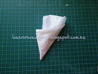 Bolsa de plástico doblada hasta el asa