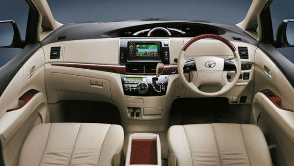 2016 Toyota Tarago Review