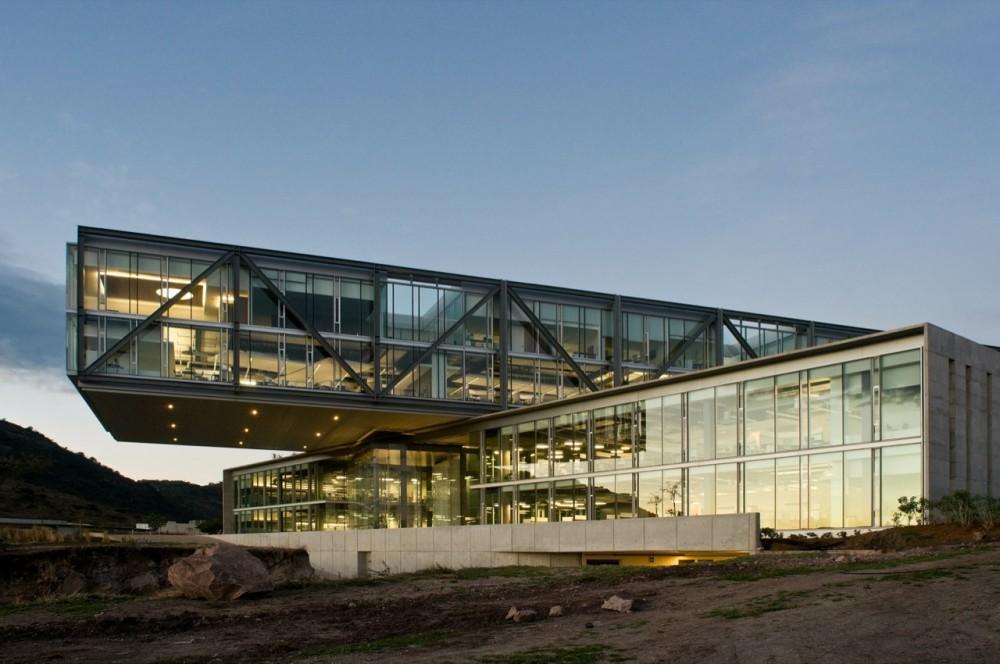 Edificio de oficinas cinepolis kmd architects arquigrafia - Edificio de oficinas ...