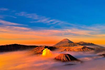 Ilustrasi Gunung Yang Menampilkan Pemandangan Matahari Terbit Yang Mengagumkan Gunung Bromo - Travelwan
