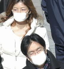 японцы в марлевых повязках - аллергия, простуда