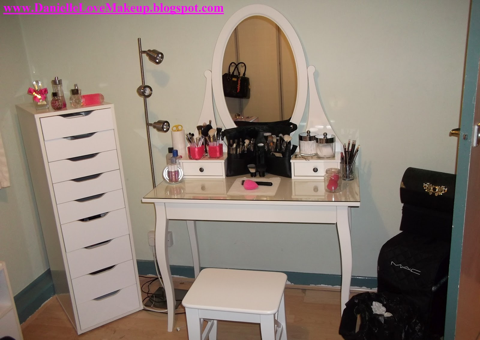 Daniellelovemakeup updated makeup storage ikea for Ikea dressing table hemnes