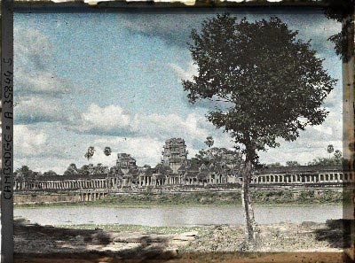 Douve-enceinte-Angkor-Autochrome-Leon-Busy-1921
