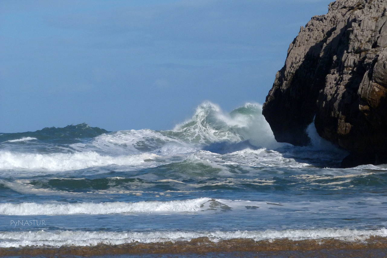 Playa de Cuevas del Mar - Llanes - Asturias