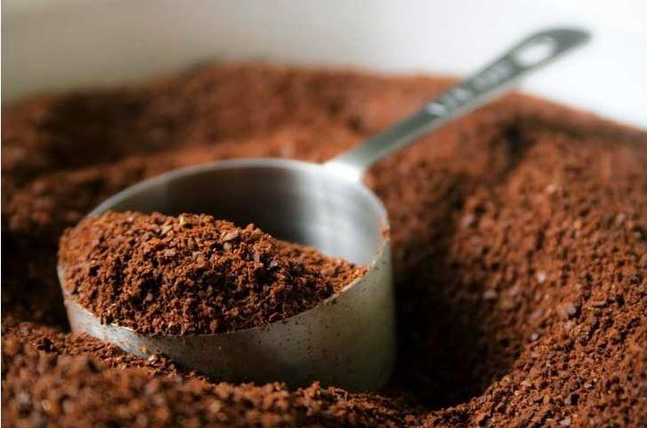 No botes esos restos de café luego del desayuno! Mira lo que puedes hacer con este (desecho)