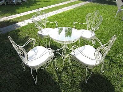 So glittering la silla de hierro forjado for Mesas de hierro para jardin