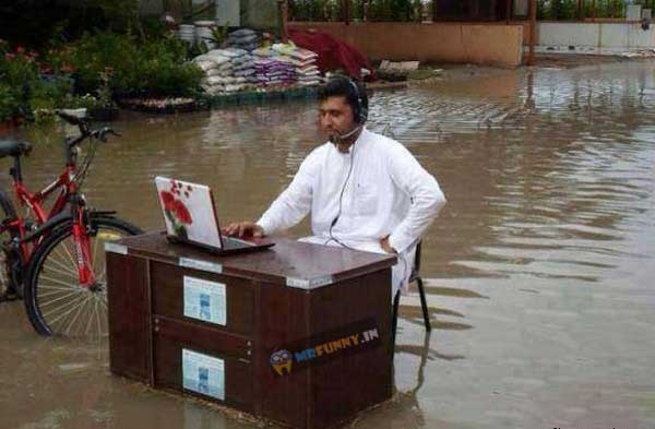 indian-funny-people-in-flood-funny-photo