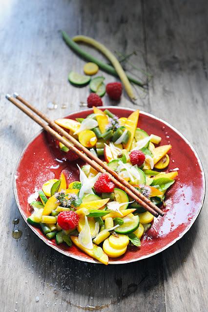 Salade multicolore avec cinq fruits et légumes et plus si affinité... parce que c'est encore l'été bordel !
