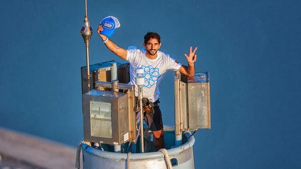ولي عهد دبي يحتفل بـ إكسبو على طريقته الخاصة من قمة برج خليفة
