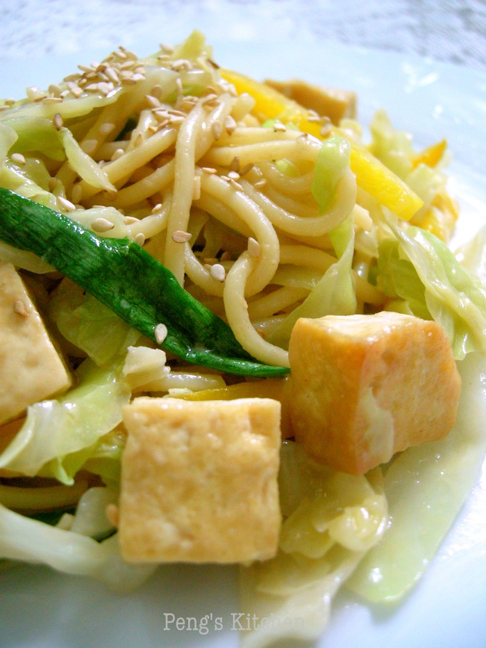 Peng's Kitchen: Tofu Stir-fry Noodle with Peanut Sauce