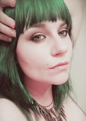 Hi. I'm Nikki!