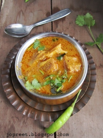 Chettinadu Mutton Kuzhambu / Chettinadu Style Lamb Curry