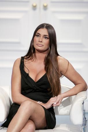 barbara chiappini foto porn L'attrice Barbara Chiappini indossa una collana con ciondolo in.