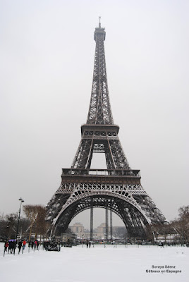 tour eiffel neige paris france photo