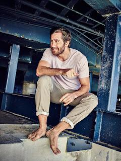 Jake Gyllenhaal covers Esquire Uk magazine.