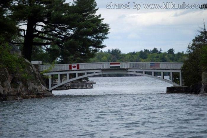 http://1.bp.blogspot.com/-TwICcFJA_bI/TXW60RDUKQI/AAAAAAAAQVY/MhTM8ExOzkM/s1600/bridges_46.jpg