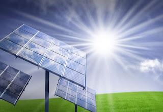 """L'irraggiamento solare produce energia termica che può essere """"catturata"""" in vari modi e impiegata per  svariati usi."""
