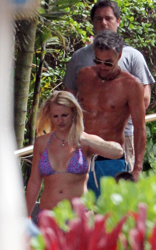Britney Spears, Maui, Hawaii, her family, Britney Spears and her family in Maui, Hawaii Beach, Hawaii Hotels, Hawaii luxury hotels, Hawaiian vacation, Travel to Hawaii