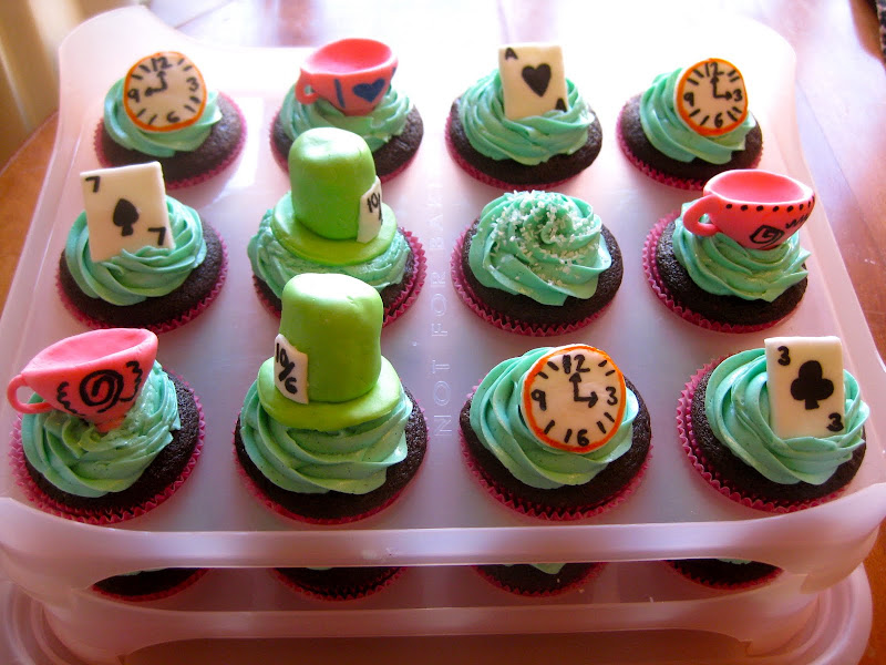 weekend i made alice in wonderland cupcakes and cookies for an alice  title=
