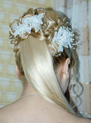 Hairstyles With Flowers