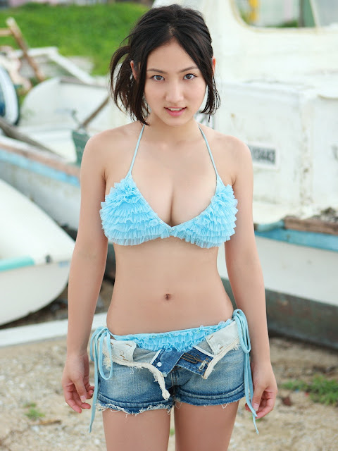 idol. Her bikini pictures soon received widespread distribution over