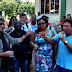 """Alair Corrêa """"debate"""" com servidores em frente à Prefeitura"""