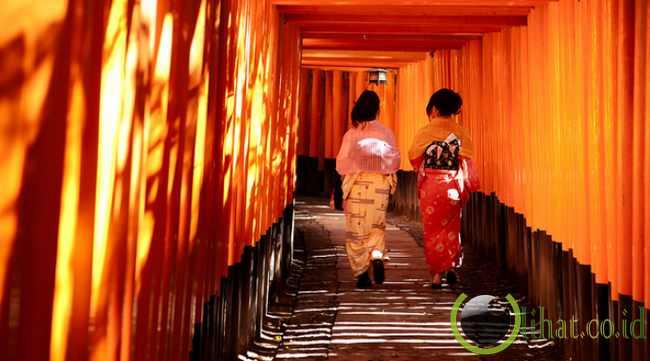 7 Jenis Busana Kimono Jepang dan Berikut Kegunaannya