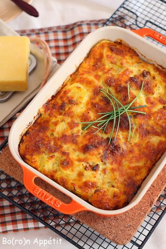 Zapiekanka z ziemniakami i serem cheddar