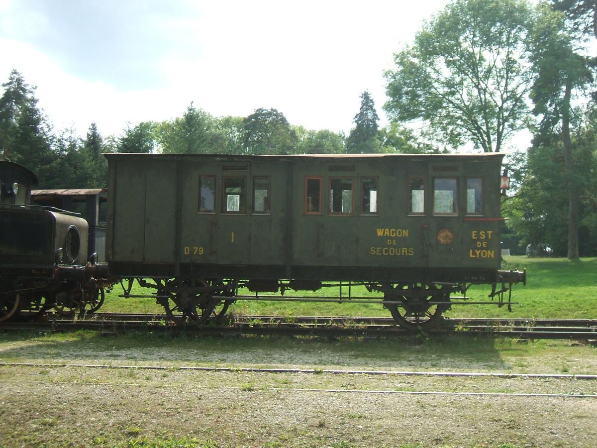 le train d 39 olivier voiture d 79 wagon de secours est de lyon ch teau de st fargeau. Black Bedroom Furniture Sets. Home Design Ideas