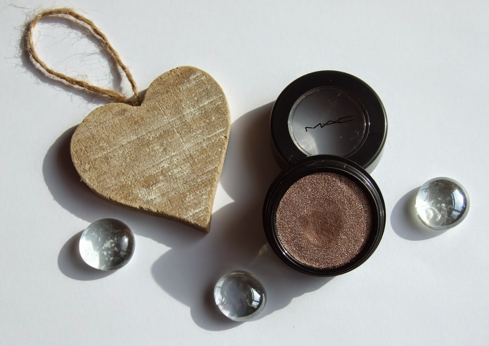 MAC A Novel Romance Electric cool eyeshadow superwatt Collection swatches