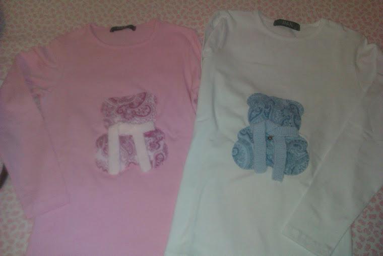 Camisetas de ositos con bufandas de lana hechas a mano y algunos con cascabel