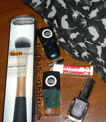 real-techniques-expert-face-brush-elf-nail-polish-sea-escape-green-machine-a-england-sleeping-prince