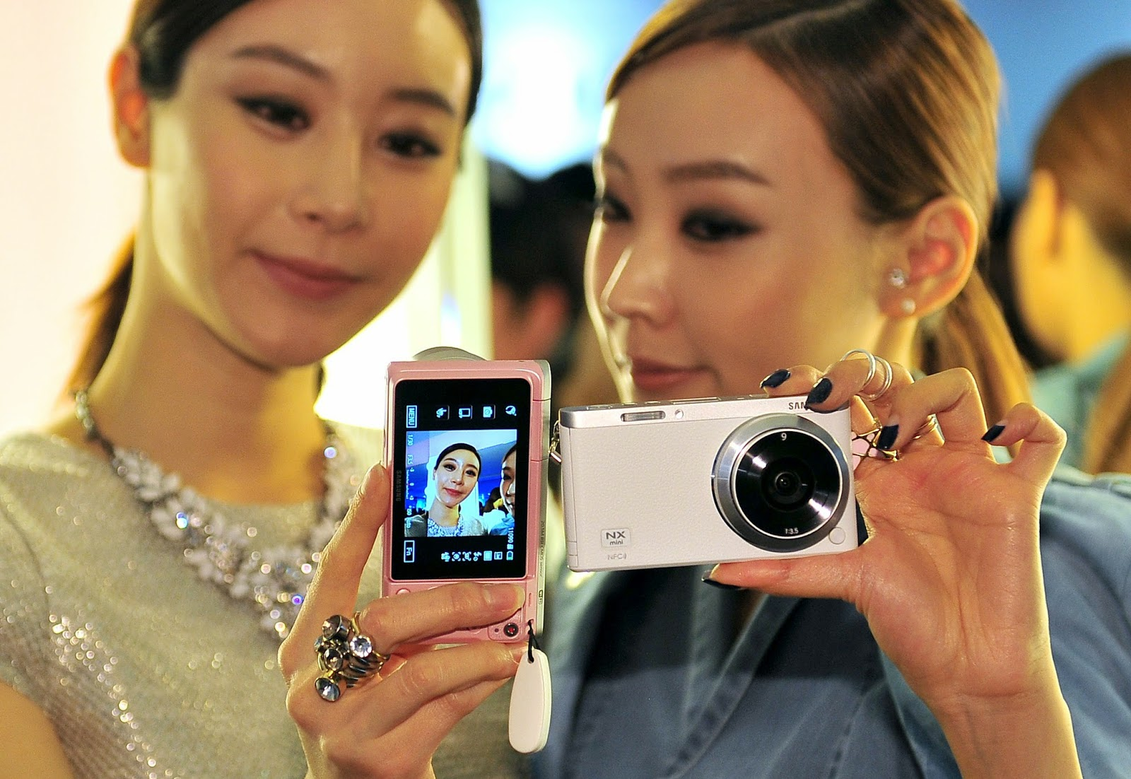 20.5 mega-pixel camera, Camera, Electronics, Features of NX mini, NX mini, Photography, Samsung, Samsung Camera, Seoul, South Korea, Technology, Wink-activated Camera,