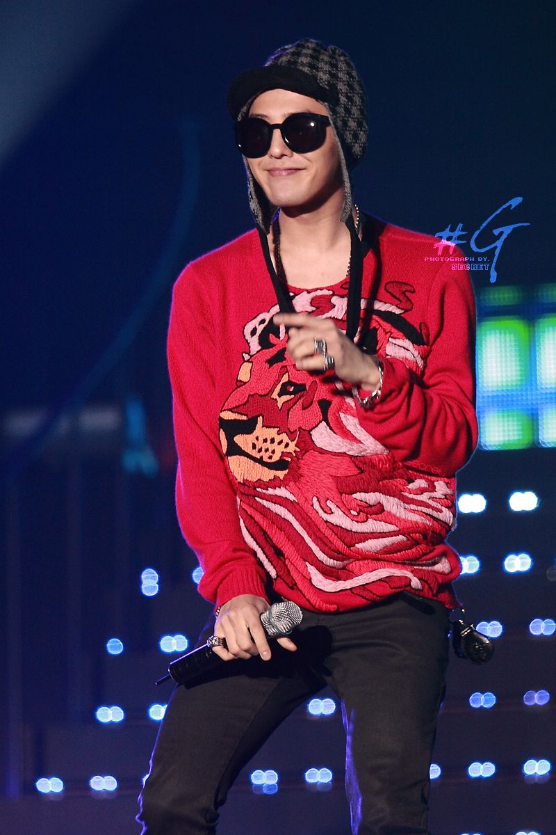 Junklebook: 100 Facts & Profiles of G-Dragon Bigbang