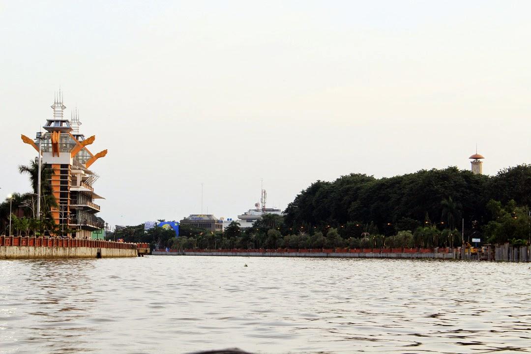 menara pandang Taman Siring Banjarmasin